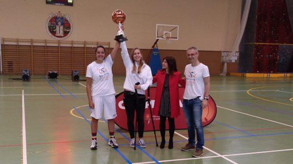 El equipo de baloncesto femenino de la USAL, vencedor del Trofeo de la Liga de Primera División