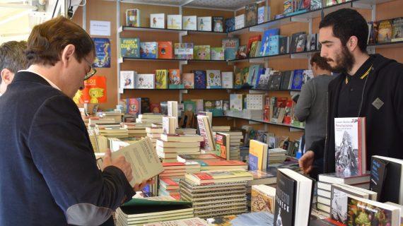 El buen tiempo protagoniza el inicio de la Feria del Libro