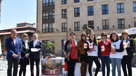 La Cruz Roja salmantina se echa a las calles en la 'Fiesta de la Banderita'