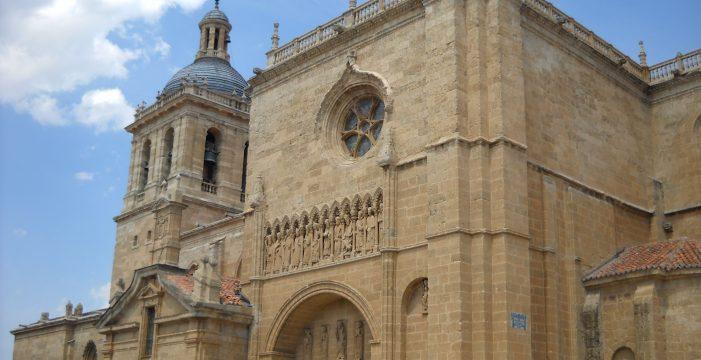 Fomento y Medio Ambiente, firma un convenio con el Obispado de Ciudad Rodrigo relativo a la vivienda social