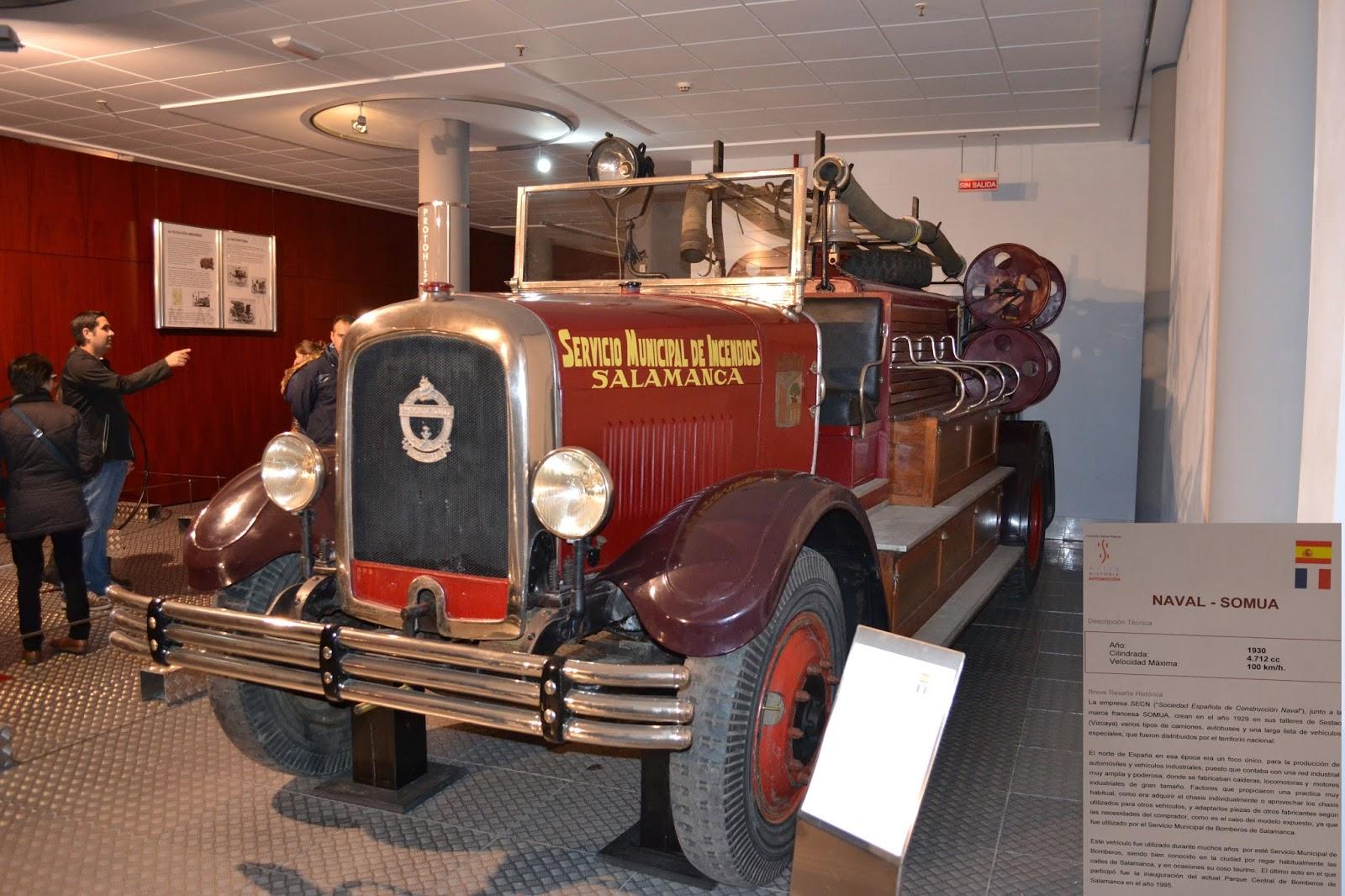 El Museo de Historia de la Automoción de Salamanca recibe la donación de un cuadro del artista José Luis Lugo