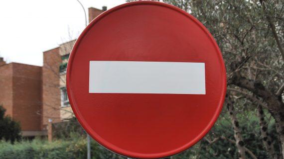 Prohibido el paso de vehículos entre el Paseo de San Antonio y Canalejas