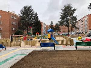 Finalizadas las mejoras de la Plaza de la Enseñanza en Pizarrales