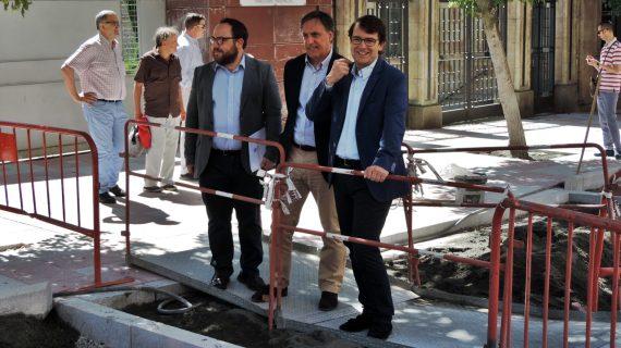 Mañueco visita las obras de remodelación del Paseo de Canalejas
