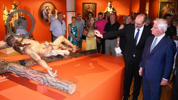 El Duque de Alba visita la muestra 'Vítor Teresa' dedicada a Santa Teresa de Jesús en Alba de Tormes