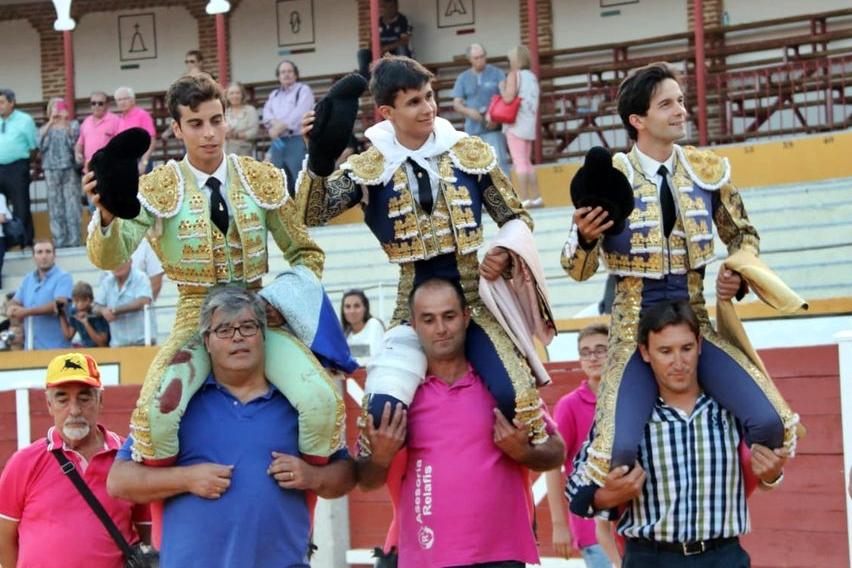 Diosleguarde, imparable, a hombros con Del Álamo y Alejandro Marcos en Peñaranda