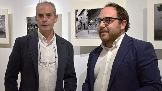 Inaugurada la muestra '32 Miradas Rurales' del fotógrafo Luis Carlos Santiago