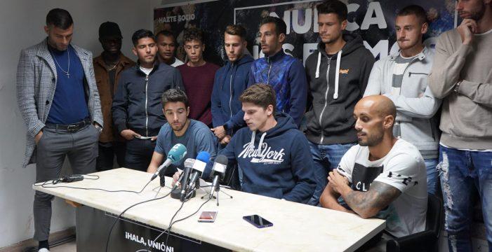 La plantilla del Salamanca CF UDS respalda a José María Movilla