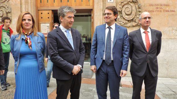 """Mañueco: """"No deben salir más papeles y además tienen que volver los que indebidamente están en Cataluña"""""""