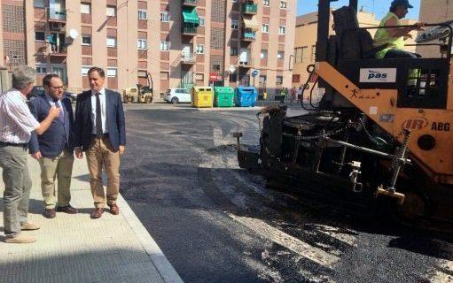16 calles, plazas y glorietas de la ciudad verán reforzado su firme en los próximos meses