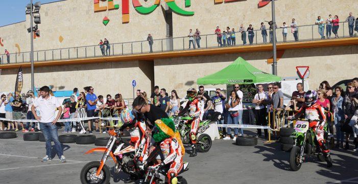 El pitmotard reúne a los amantes del motociclismo en El Tormes