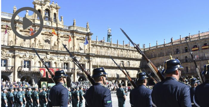 La Guardia Civil concluye la festividad de su patrona con un multitudinario desfile en la Plaza Mayor