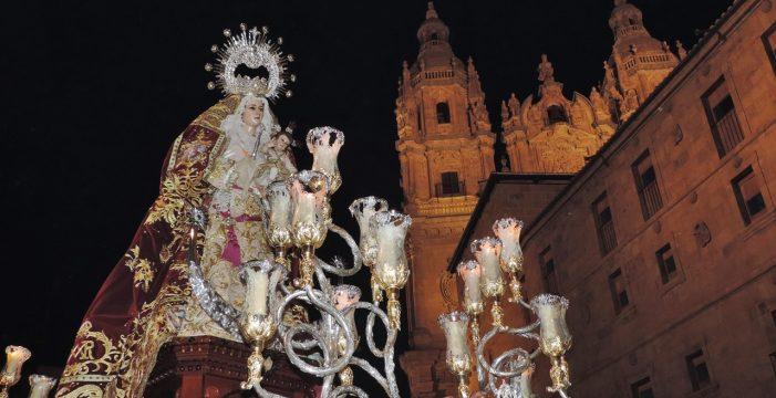 La Virgen del Rosario llena de fé las calles del centro de Salamanca