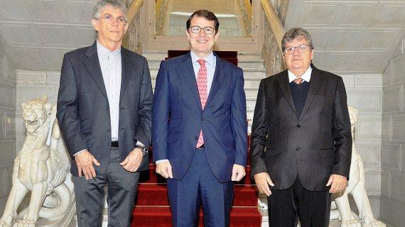 Alfonso Fernández Mañueco ha recibido en el Consistorio a dos gobernadores brasileños
