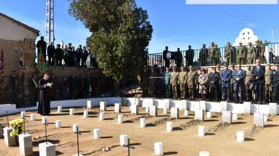Las autoridades rinden un austero homenaje a los 'Caídos por la Patria'