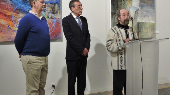 """Bienvenido Mena inaugura la exposición """"Las Huellas de la Memoria"""", de José Portilla"""