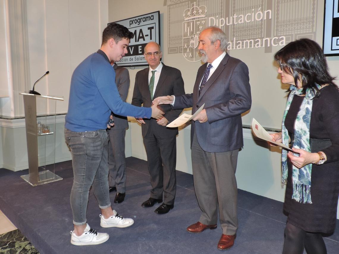 La Diputación y la Junta entregan los 66 diplomas a los alumnos del programa Forma-T