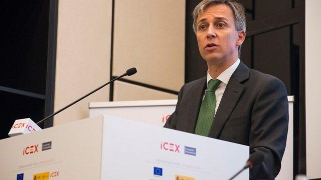 Fco. Javier Álvarez Casanova (Consejero Económico y Comercial Jefe en la Embajada Española en Serbia): 'Mi familia me ha seguido ya a Filipinas, Yakarta y ahora hasta Belgrado'