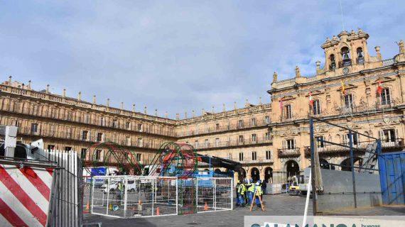 La Plaza Mayor ya se prepara para ser la más bonita en Navidad