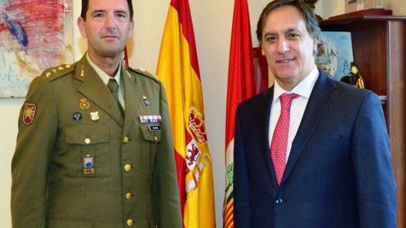 Carlos García Carbayo ha recibido al coronel  del Regimiento de Especialidades de Ingenieros Nº11 de Salamanca, Guillermo José Rodríguez Berlandino