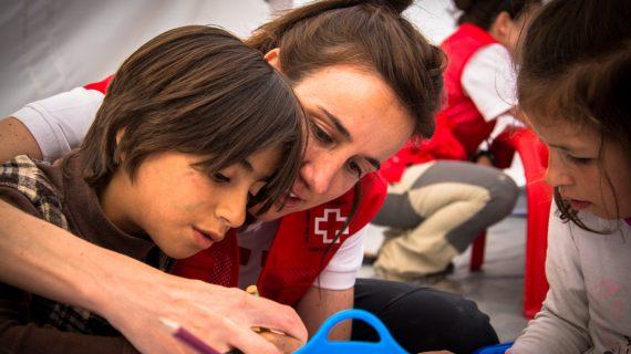 """Laura Marcos: """"La mayor recompensa para un voluntario es ver la sonrisa de la persona a la que estás ayudando"""""""