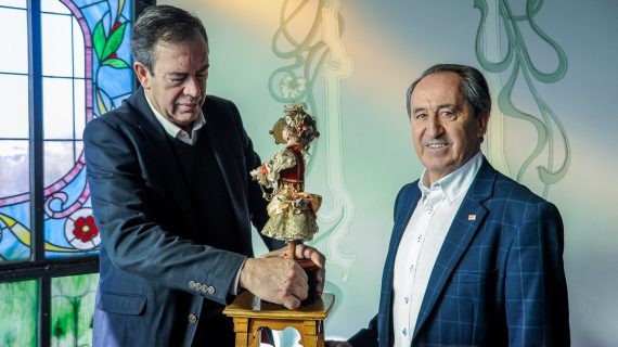 La Casa Lis abre sus puertas para exponer sus 'muñecos autómatas' a cambio de juguetes
