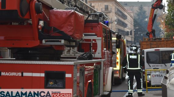 La rápida actuación de los Bomberos evita la propagación de un incendio en Gran Vía