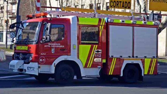Una mujer de 59 años rescatada con vida de un importante incendio en su domicilio en la calle Imperial