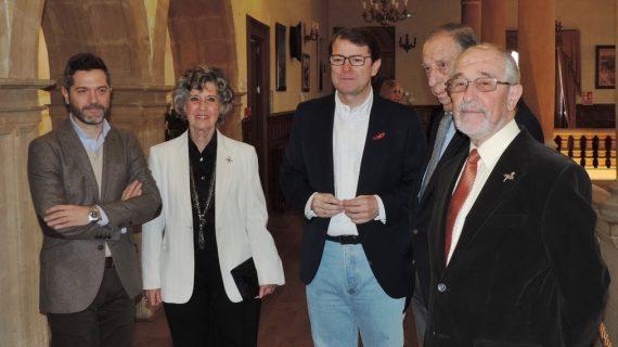 Mañueco inaugura la exposición de 'Luis de Horna' en el Casino de Salamanca
