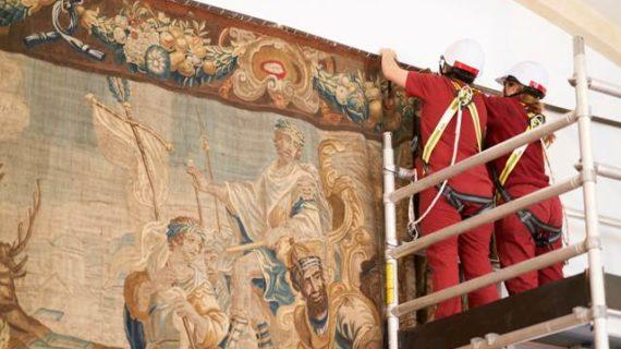 La Real Fábrica de Tapices trabaja en la restauración de dos paños flamencos de la Universidad de Salamanca