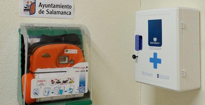 Salamanca habilitará diez nuevos desfibriladores en edificios municipales culturales y vehículos de la Policía Local