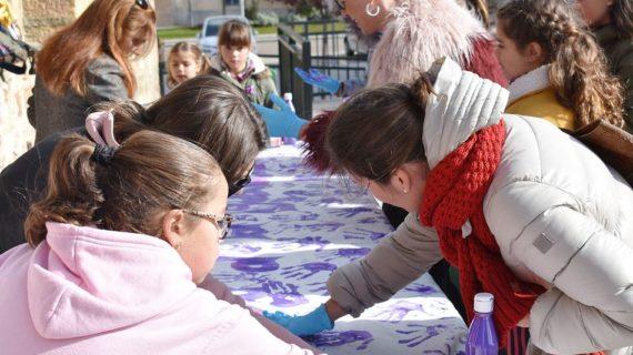 Los niños de Carbajosa gritan: 'Sí a la igualdad y no a la violencia de género'
