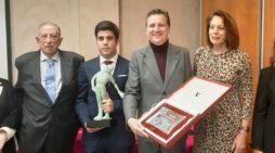 El periodista Juan José Diez recoge el premio Timbalero 2019