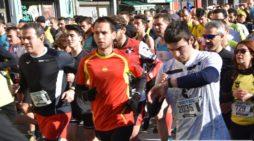 Los casi 8.000 participantes de la San silvestre salmantina llenan las calles del mejor ambiente deportivo