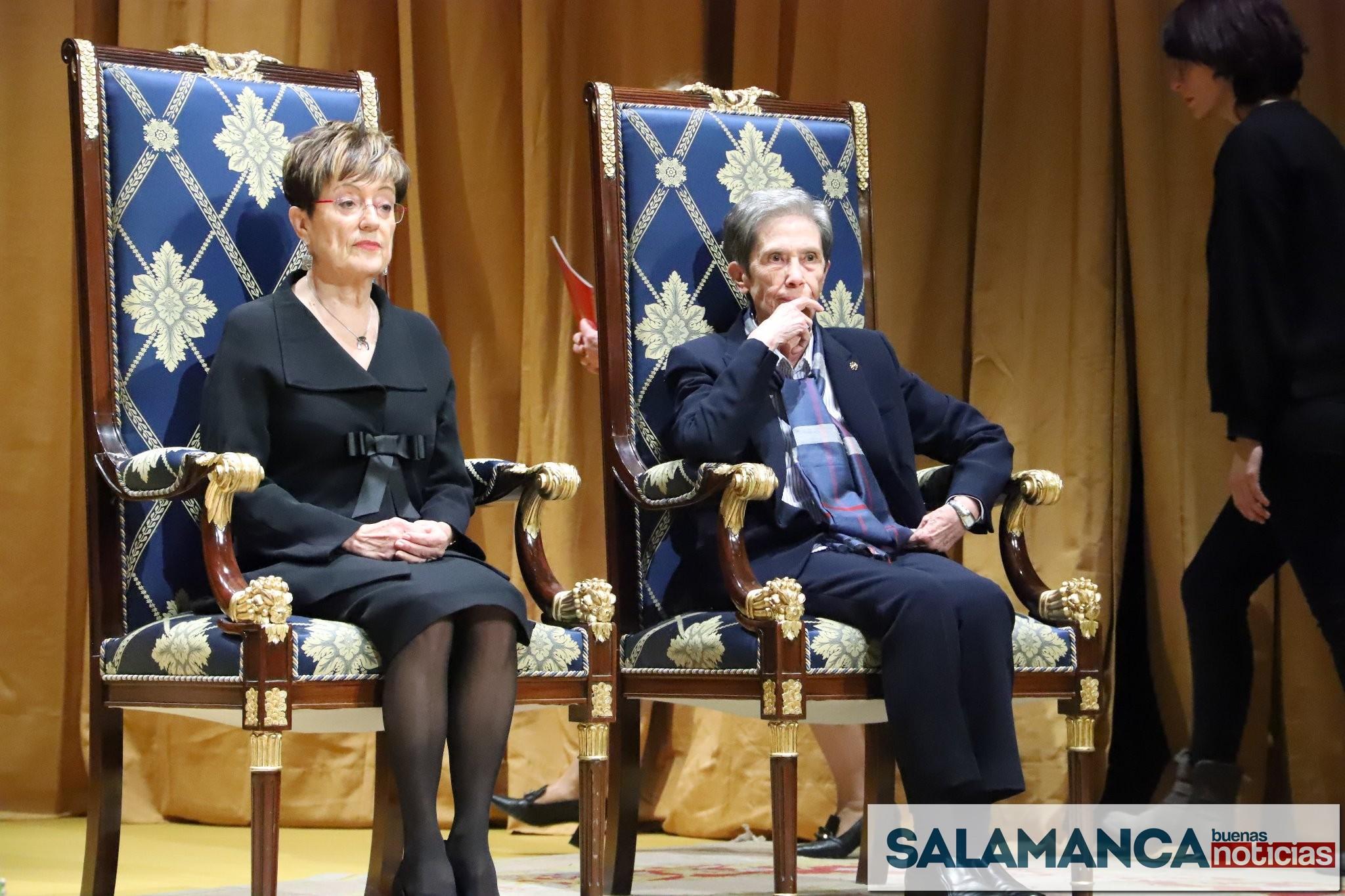 Cáritas Diocesana y el Centro de Estudios Salmantinos recogen las Medallas de Oro de la ciudad