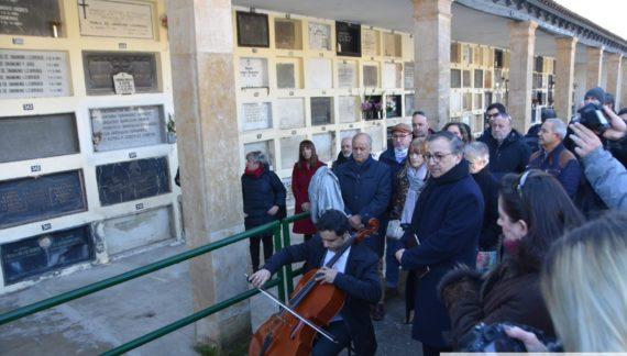 Unamuno recibe un sentido homenaje por el 83 aniversario de su fallecimiento