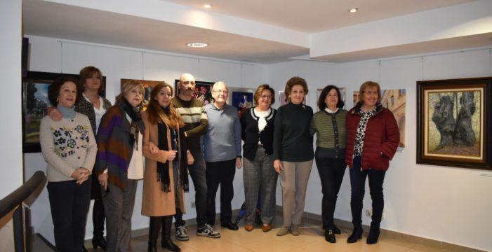 'Por amor al arte' es la primera exposición de los alumnos de la escuela de pintura 'Aularte'